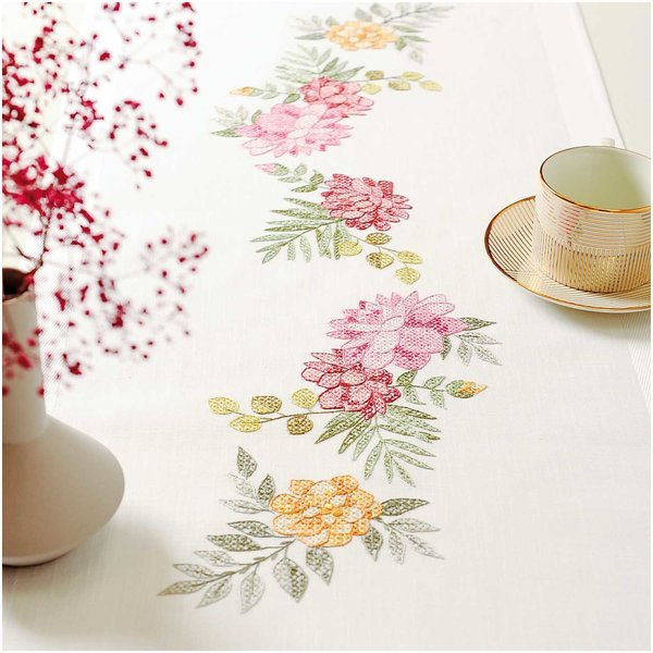 Rico Design Stickpackung Läufer Chrysanthemen 45x100cm