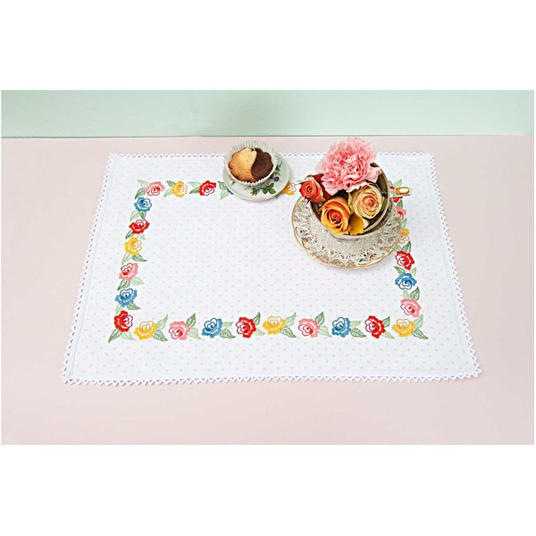 Rico Design Stickpackung Deckchen Kranz mit Rosen 35x50cm